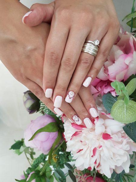 manichiura unghii false cu gel radauti